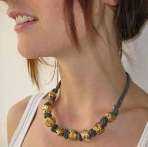 hagar-satat-knitted-ball-necklace-gold-grey-model2
