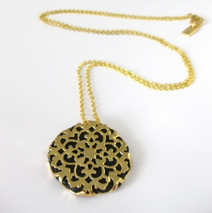 hagar-satat-lace-medallion-leather-necklace-gold-black3