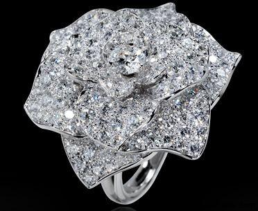 Magic Gardens of Piaget Rose Motif Diamond Ring