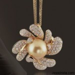 Diamond and Pearl Pendant from The Daisy Collection by Giovanni Ferraris